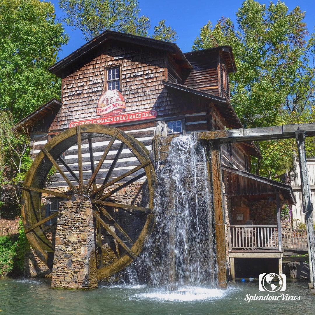 Dollywood Food - Cinnamon Bread at the Grist Mill - Original Photo