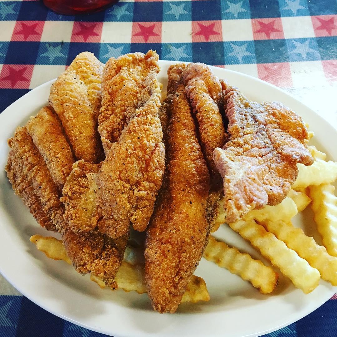 Pigeon Forge Restaurants - Huck Finn's Catfish - Original Photo