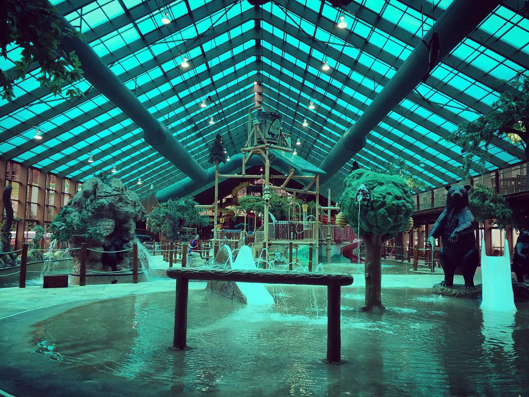 I'll admit, I was a bit of a hater, but I was wrong. Indoor water parks are ridiculously fun! Great way to end 2015!
