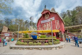 Dollywood - Barnstormer