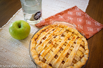 Smoky Moonshine Apple Pie Recipe - SmokyMountains.com