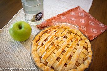 Smoky Moonshine Apple Pie Recipe - SmokyMountains.com