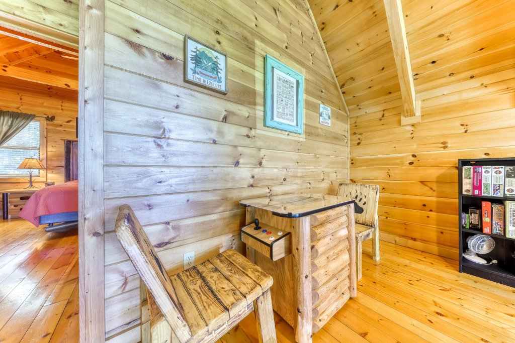 Photo of a Sevierville Cabin named Rainbow Falls - This is the twenty-first photo in the set.