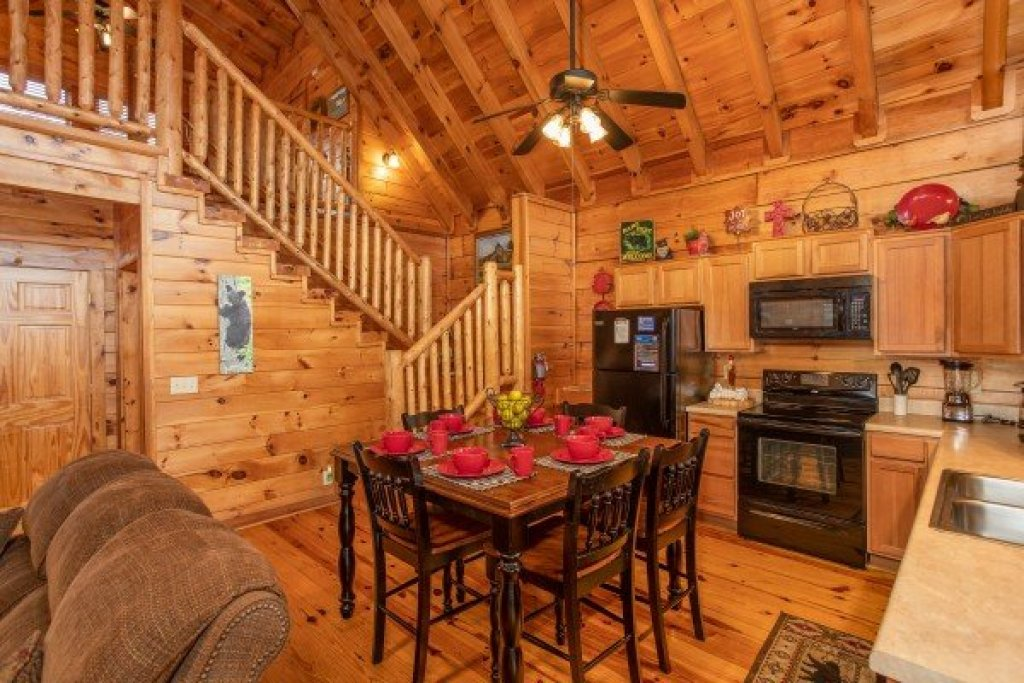 Photo of a Pigeon Forge Cabin named Granny D's - This is the fifth photo in the set.
