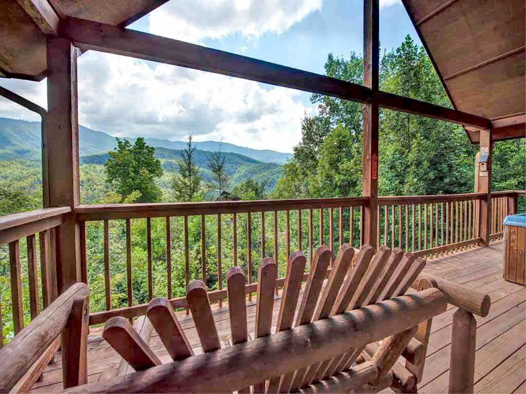Photo of a Gatlinburg Cabin named Bearway To Heaven - This is the third photo in the set.