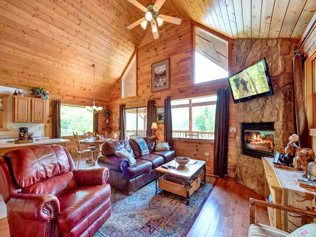 Photo of a Gatlinburg Cabin named Bearway To Heaven - This is the second photo in the set.