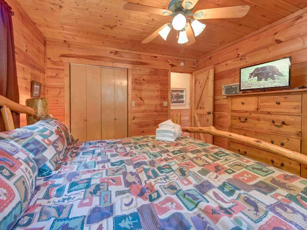 Photo of a Gatlinburg Cabin named Bearway To Heaven - This is the eighth photo in the set.