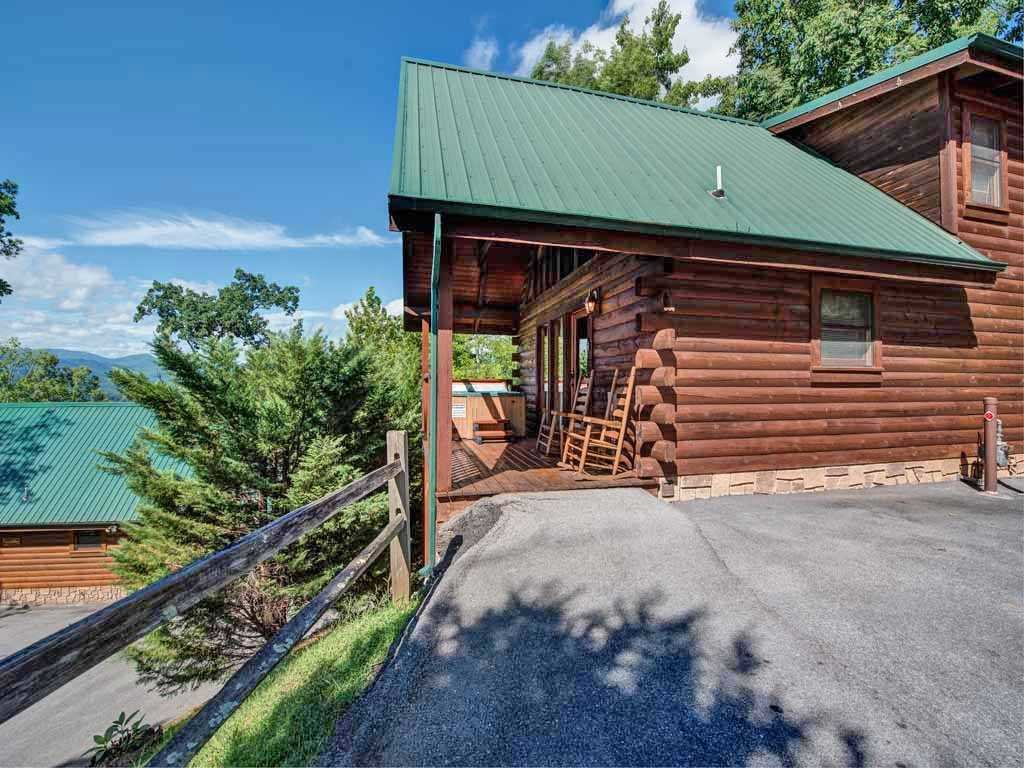 Photo of a Gatlinburg Cabin named Bear Hugs - This is the sixteenth photo in the set.