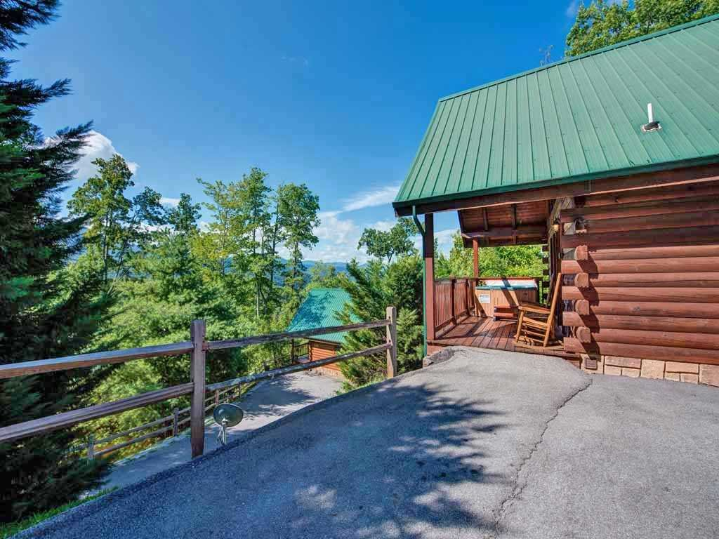 Bear hugs cabin in gatlinburg w 1 br sleeps4 for Nuvola 9 cabin gatlinburg