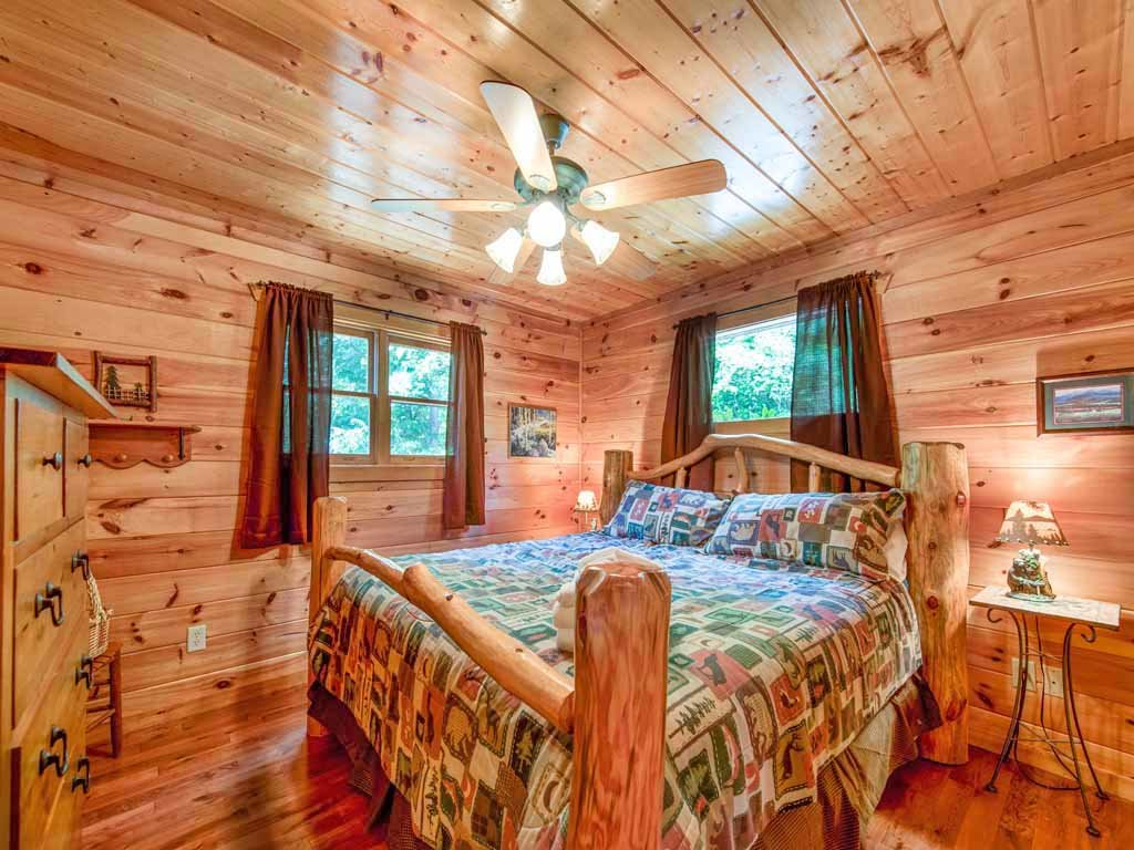 Photo of a Gatlinburg Cabin named Bearway To Heaven - This is the seventh photo in the set.