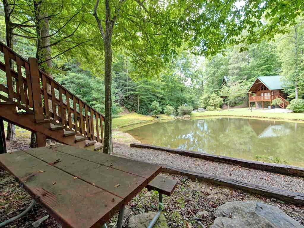 Photo of a Gatlinburg Cabin named Beyond The Pond - This is the fifteenth photo in the set.
