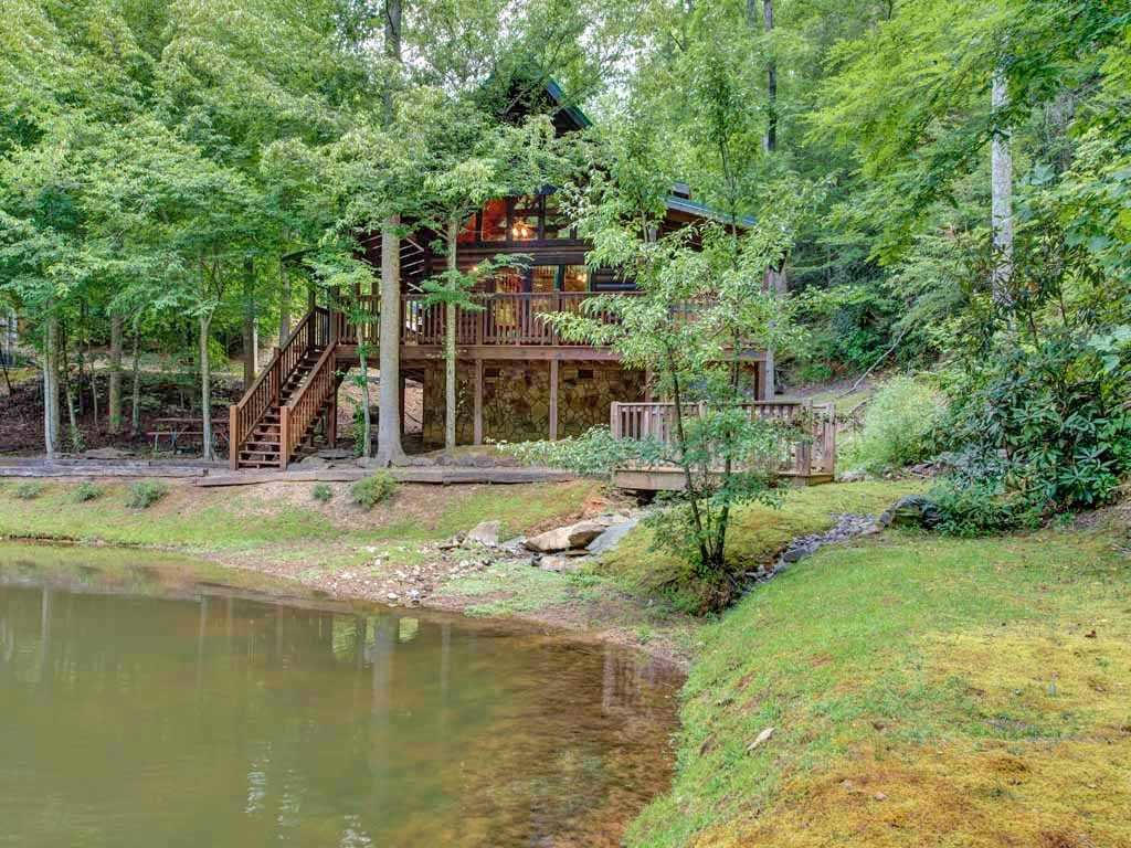Photo of a Gatlinburg Cabin named Beyond The Pond - This is the fourteenth photo in the set.
