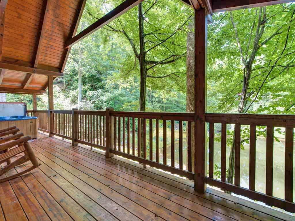 Photo of a Gatlinburg Cabin named Beyond The Pond - This is the seventeenth photo in the set.