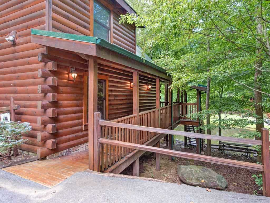 Photo of a Gatlinburg Cabin named Beyond The Pond - This is the sixteenth photo in the set.
