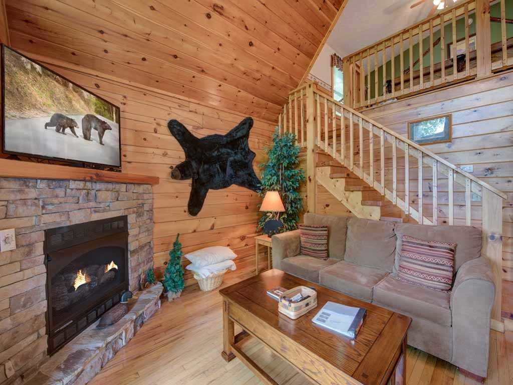 Photo of a Gatlinburg Cabin named Cub's Cove - This is the first photo in the set.