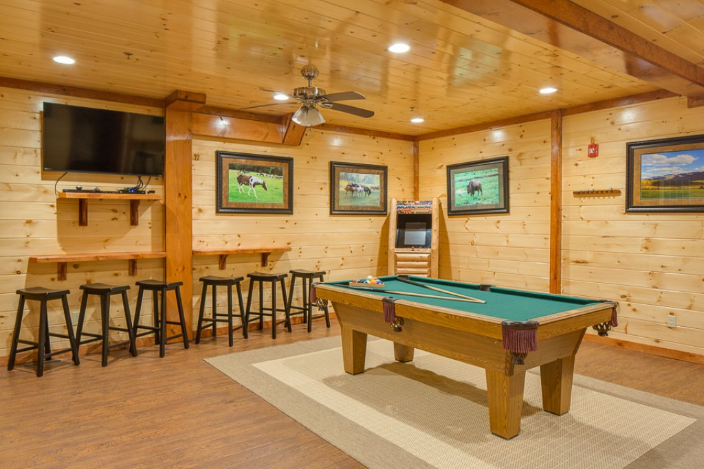 Photo of a Pigeon Forge Cabin named Sherwood Splash Lodge - This is the fourteenth photo in the set.