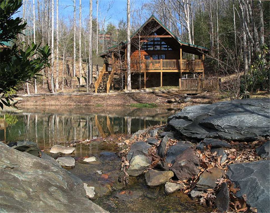 Beyond the pond cabin in gatlinburg w 1 br sleeps4 for Nascosto cabina gatlinburg tn