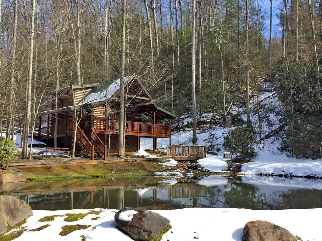 Photo of a Gatlinburg Cabin named Beyond The Pond - This is the nineteenth photo in the set.