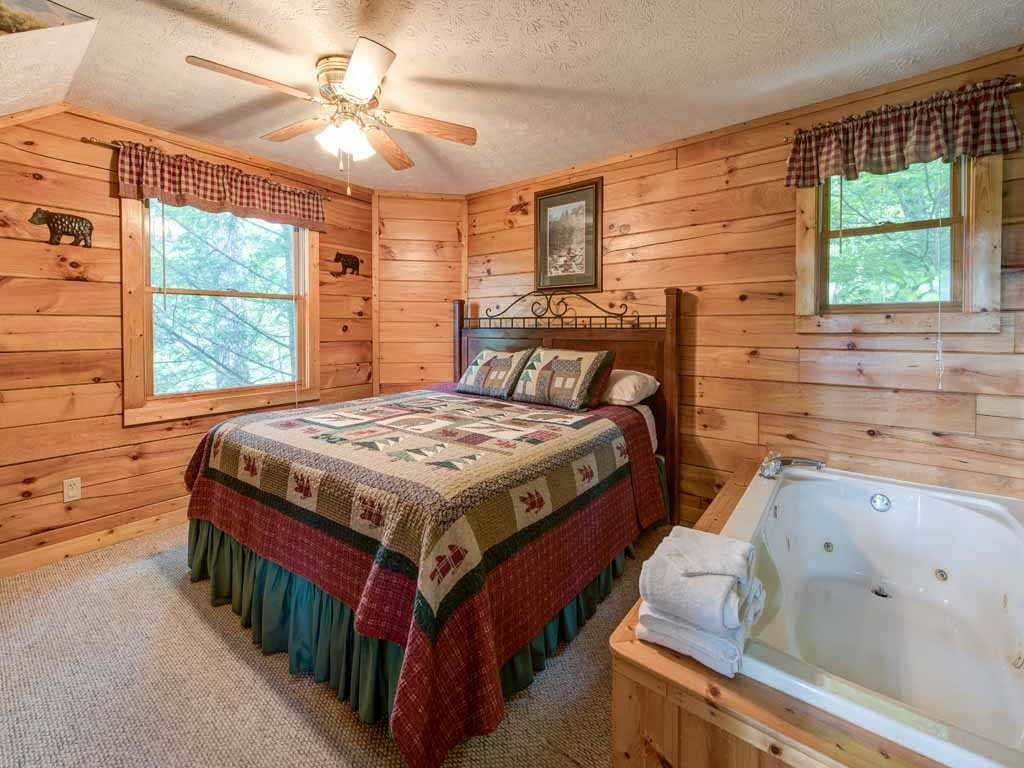Photo of a Gatlinburg Cabin named Cub's Cove - This is the tenth photo in the set.