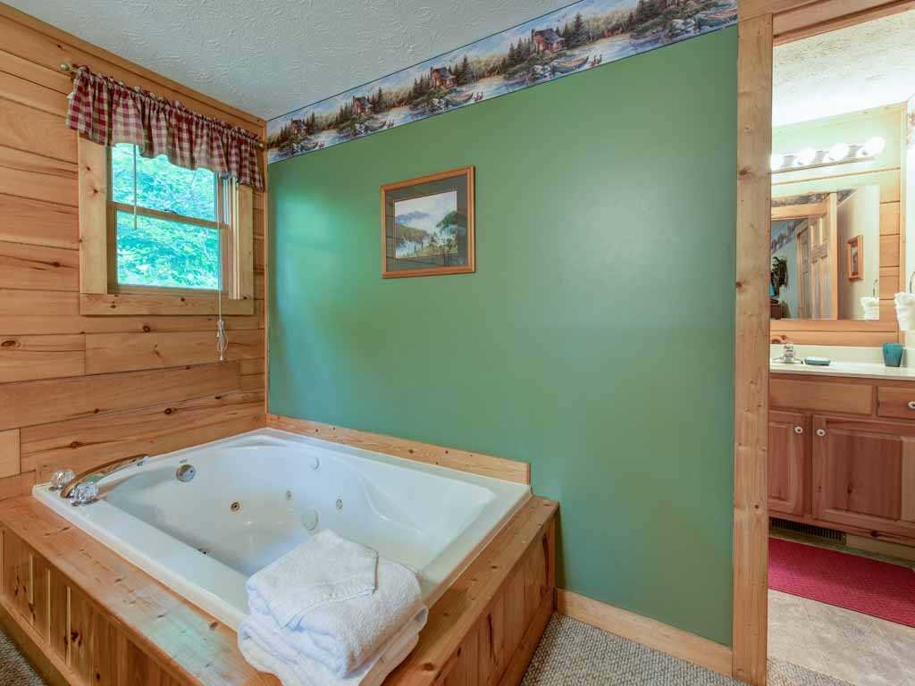Photo of a Gatlinburg Cabin named Cub's Cove - This is the twelfth photo in the set.