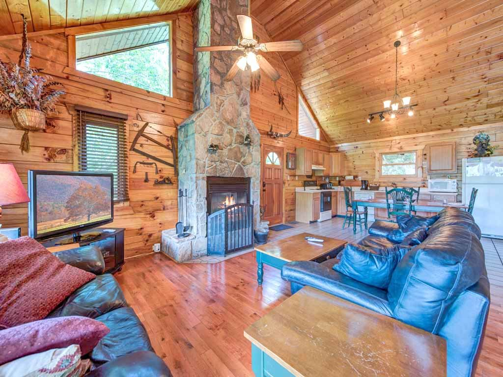 Photo of a Gatlinburg Cabin named Dreamweaver - This is the first photo in the set.