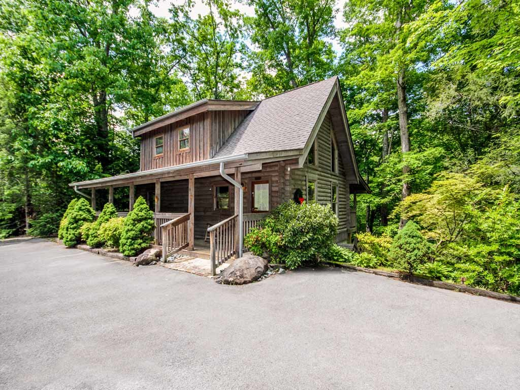 Photo of a Gatlinburg Cabin named Buckhorn - This is the second photo in the set.