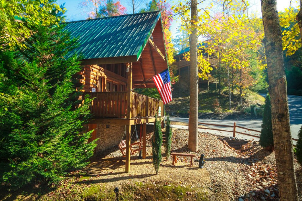 Photo of a Gatlinburg Cabin named Paxton's Creek - This is the third photo in the set.