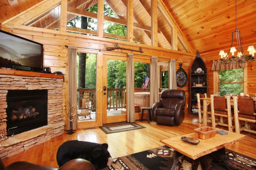 Photo of a Gatlinburg Cabin named Paxton's Creek - This is the second photo in the set.
