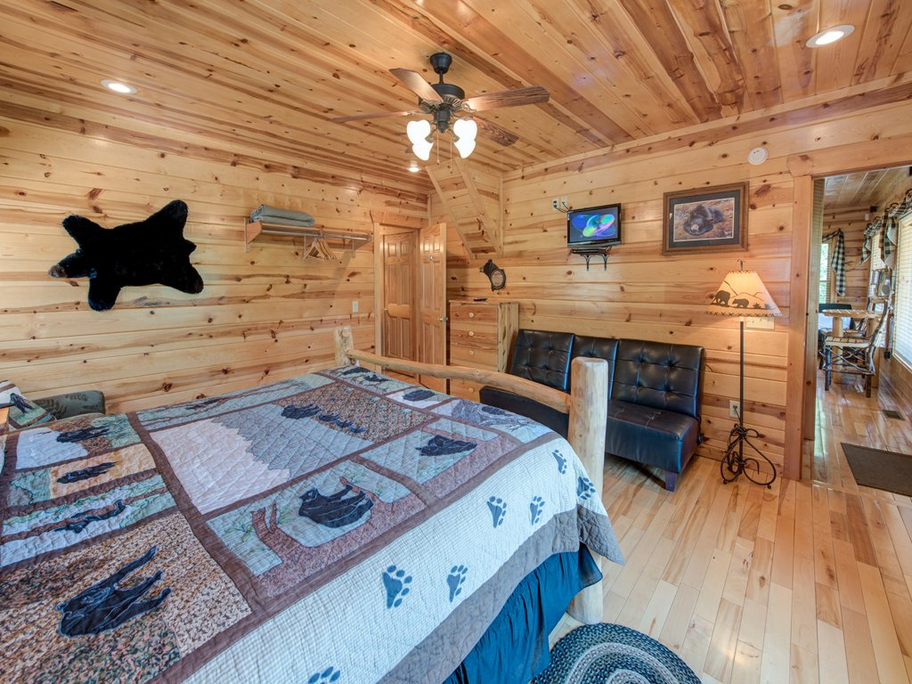 Photo of a Gatlinburg Cabin named Away In The Mountains - This is the eighteenth photo in the set.