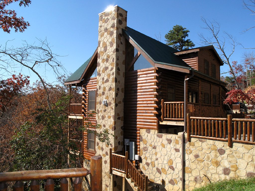 Photo of a Gatlinburg Cabin named Away In The Mountains - This is the twenty-seventh photo in the set.