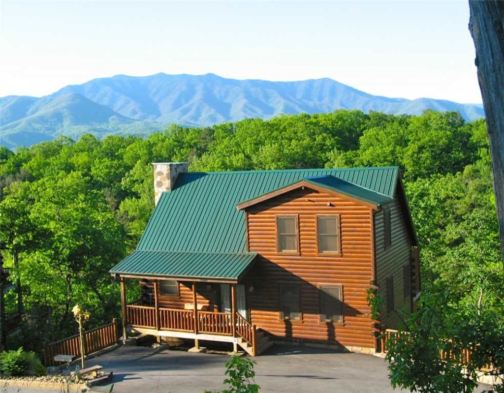 Photo of a Gatlinburg Cabin named Away In The Mountains - This is the second photo in the set.