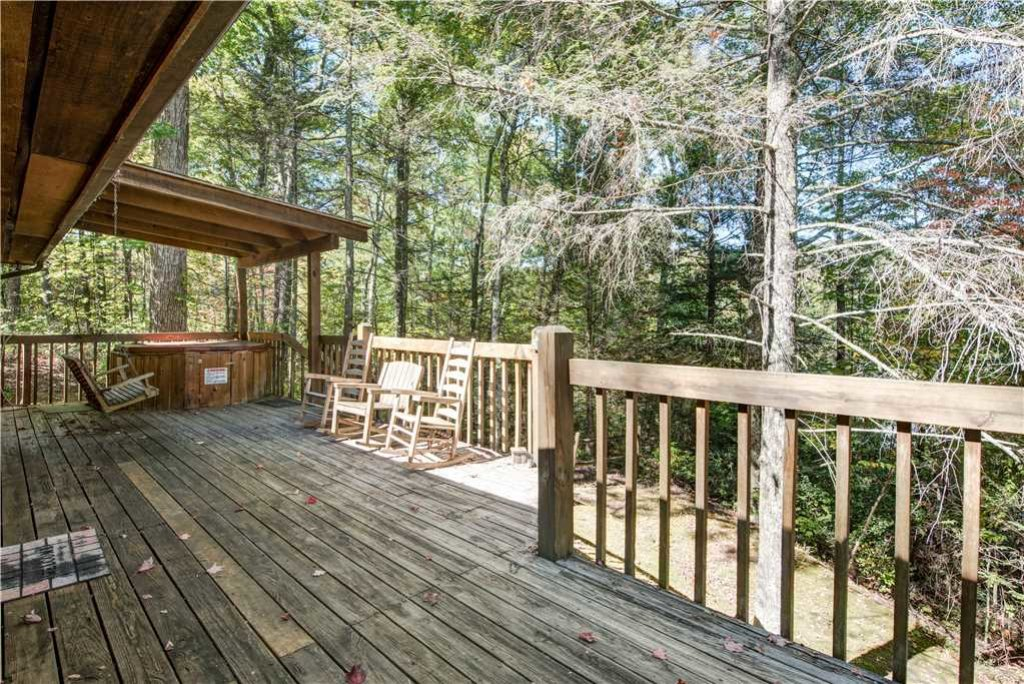 Photo of a Gatlinburg Cabin named Bear Cave Haus - This is the eighteenth photo in the set.