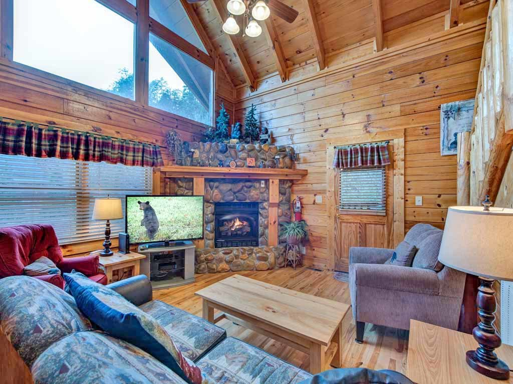 Photo of a Pigeon Forge Cabin named Bear Nook - This is the first photo in the set.