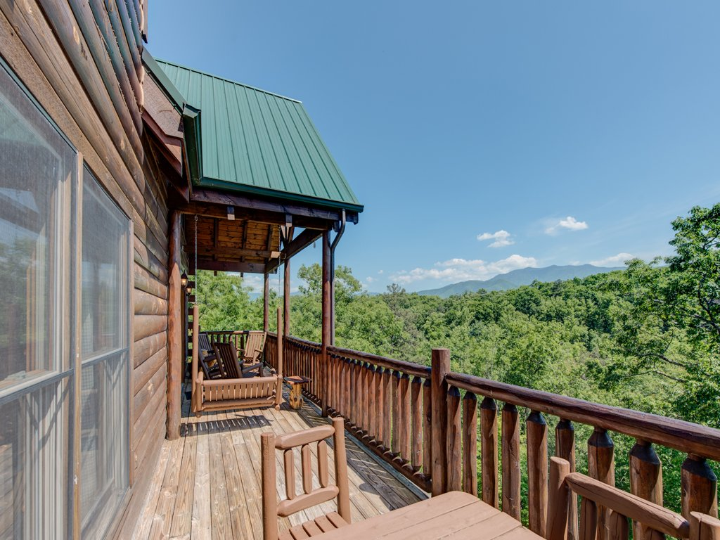 Photo of a Gatlinburg Cabin named Away In The Mountains - This is the twenty-first photo in the set.