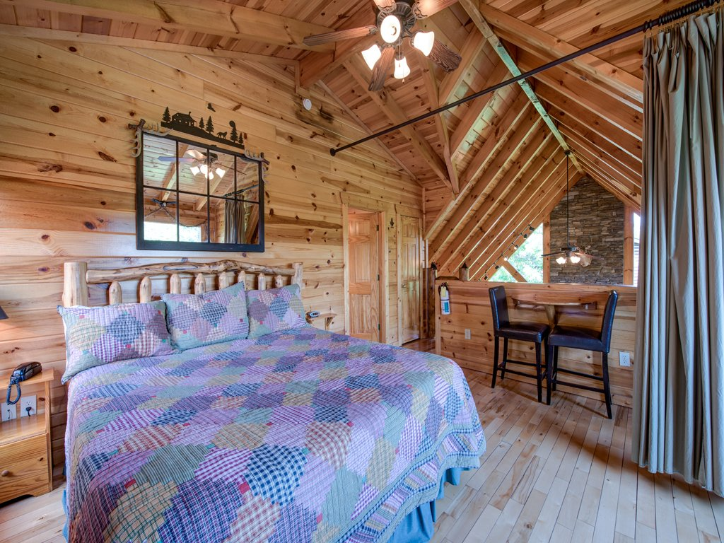 Photo of a Gatlinburg Cabin named Away In The Mountains - This is the thirteenth photo in the set.