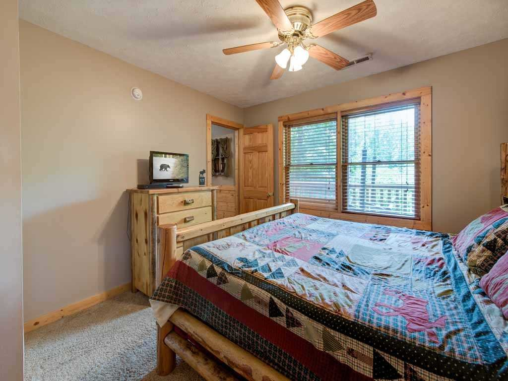 Photo of a Gatlinburg Cabin named Running Bear - This is the fourteenth photo in the set.