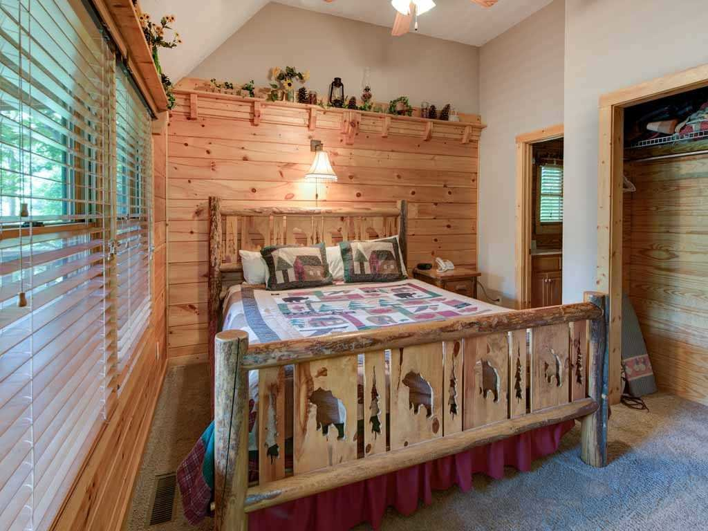 Photo of a Gatlinburg Cabin named Running Bear - This is the sixteenth photo in the set.