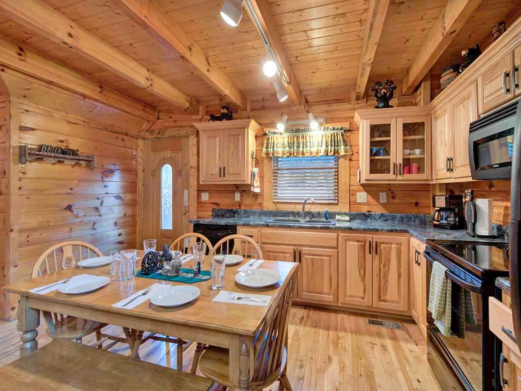 Photo of a Pigeon Forge Cabin named Bear Nook - This is the sixth photo in the set.