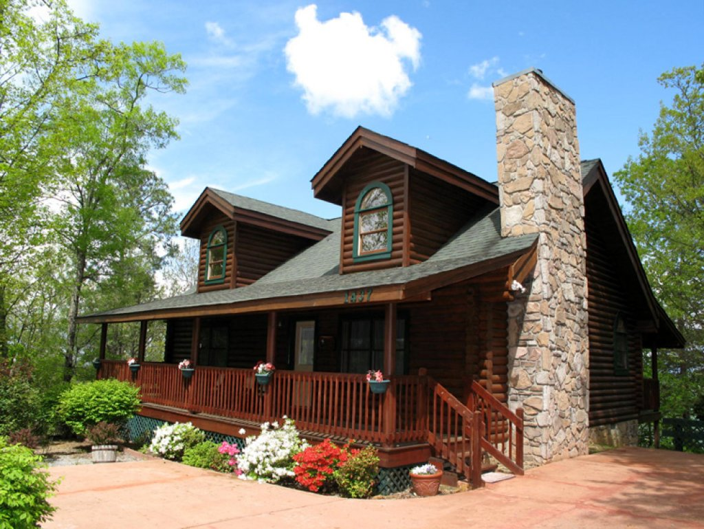 Photo of a Gatlinburg Cabin named Alpine Ski Lodge - This is the first photo in the set.