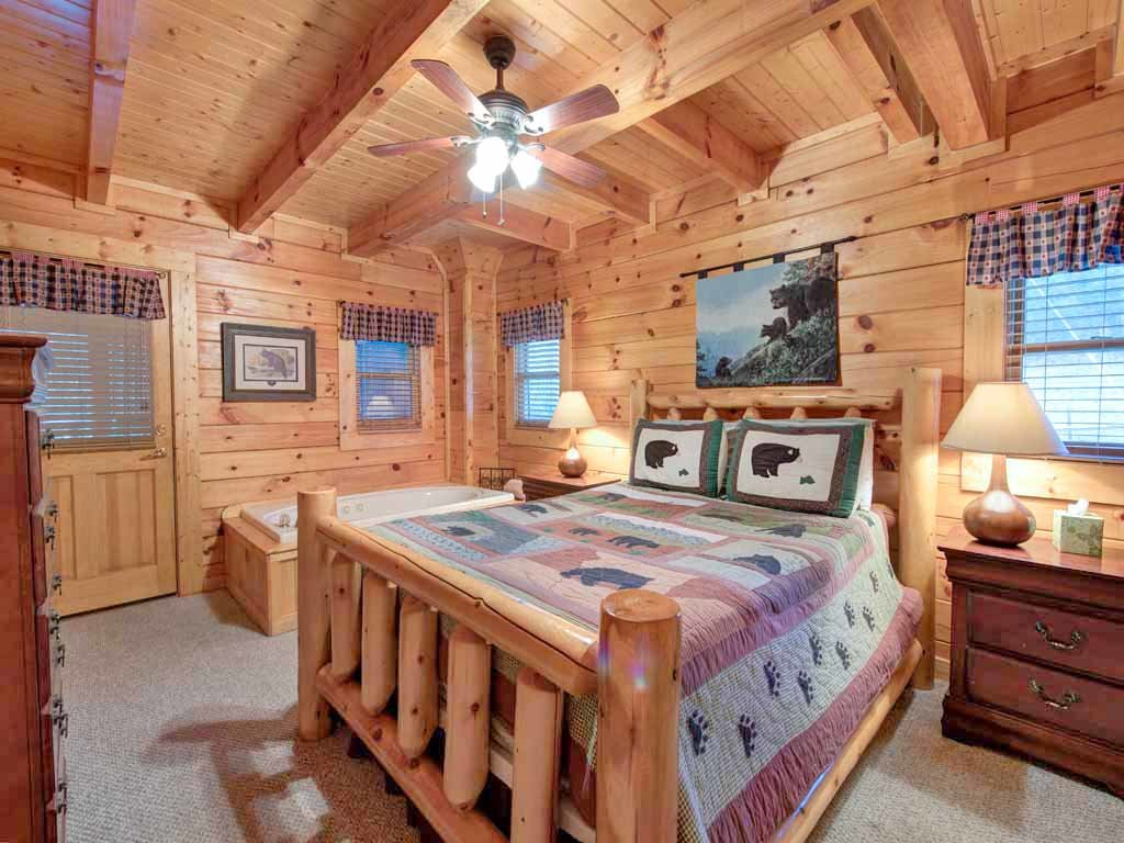 Photo of a Pigeon Forge Cabin named Bear Nook - This is the tenth photo in the set.