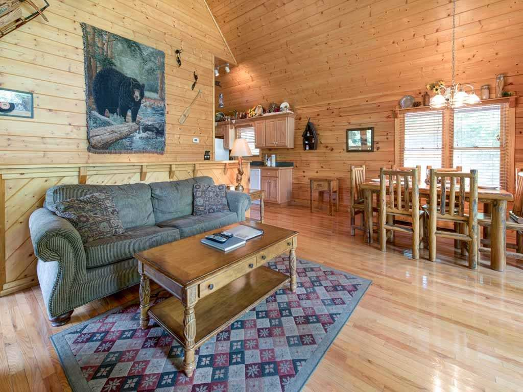 Photo of a Gatlinburg Cabin named Running Bear - This is the third photo in the set.
