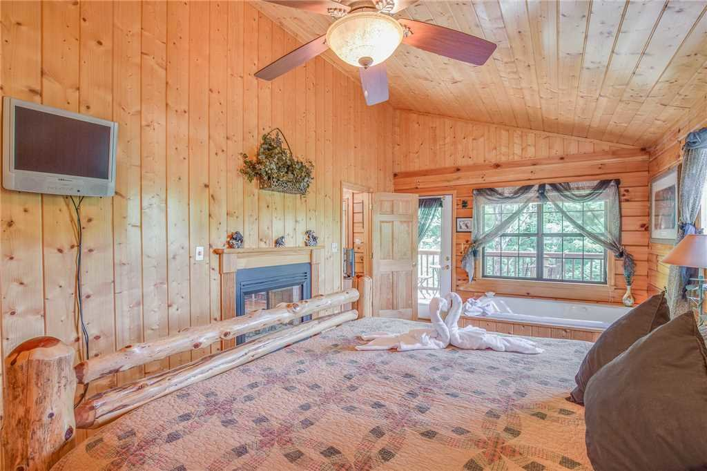 Photo of a Pigeon Forge Cabin named Bear Escape - This is the tenth photo in the set.