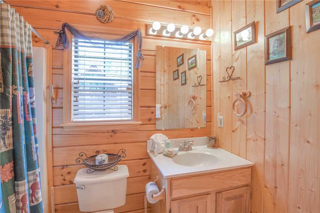 Photo of a Pigeon Forge Cabin named Bear Escape - This is the twelfth photo in the set.