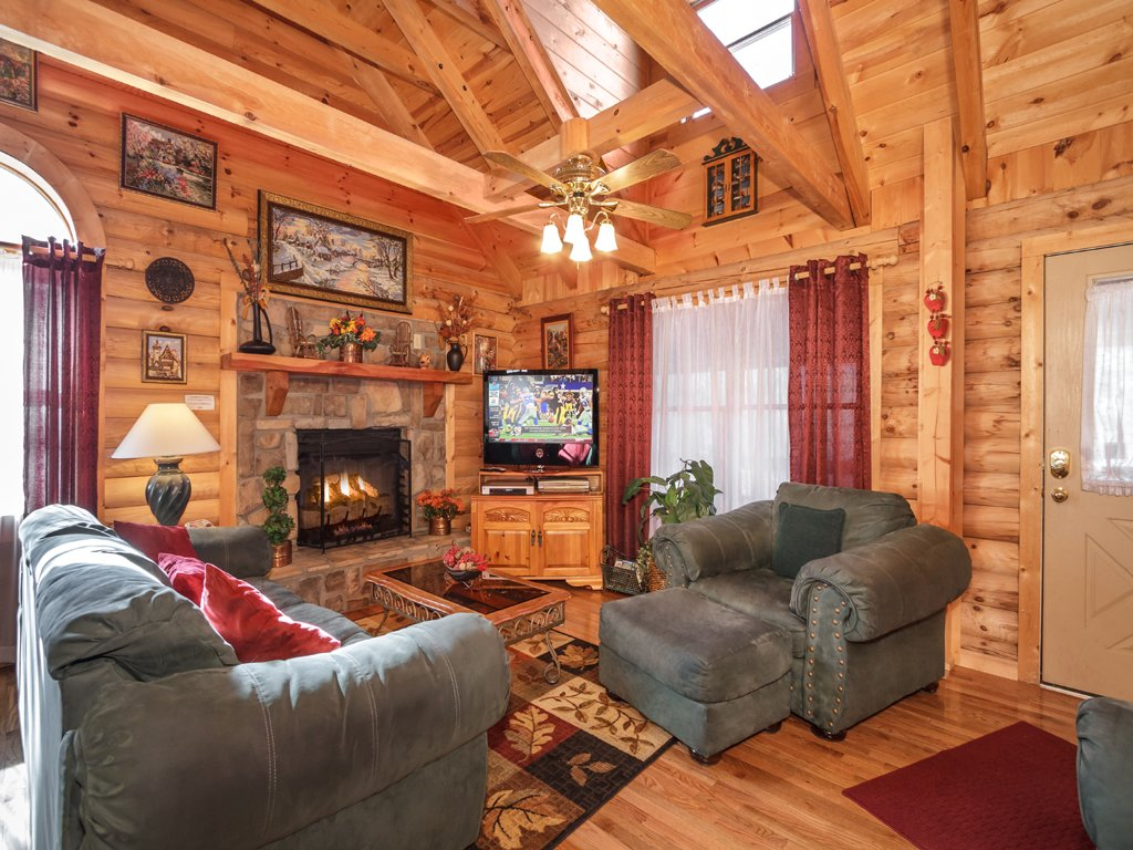 Photo of a Gatlinburg Cabin named Alpine Ski Lodge - This is the second photo in the set.