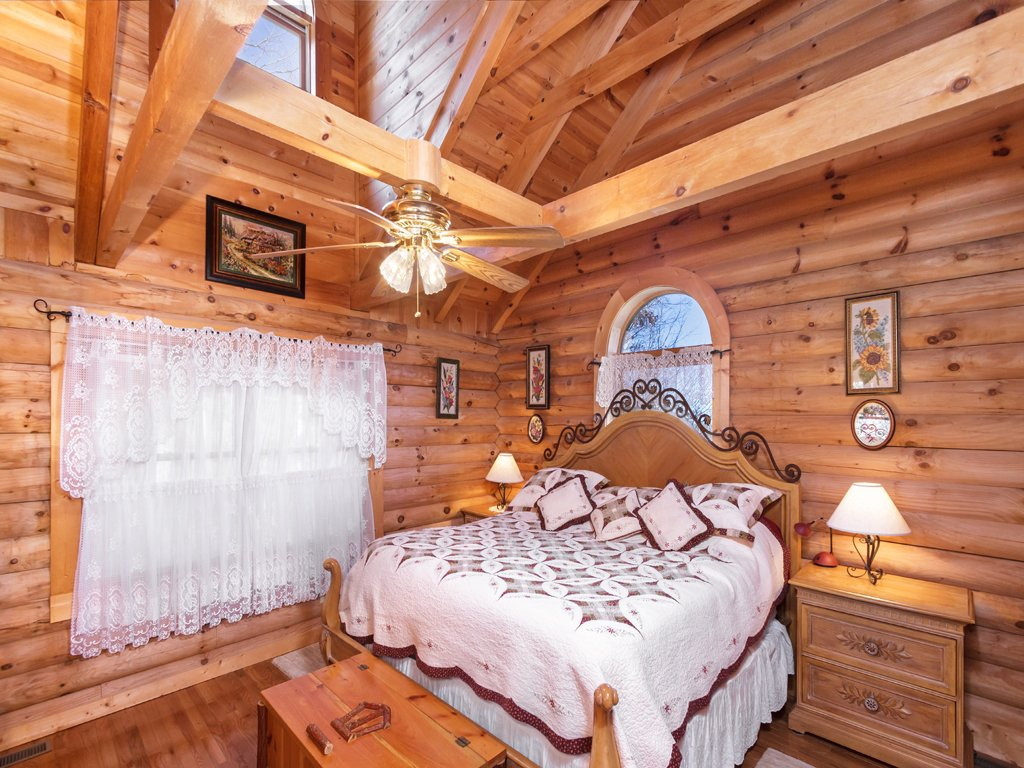 Photo of a Gatlinburg Cabin named Alpine Ski Lodge - This is the tenth photo in the set.