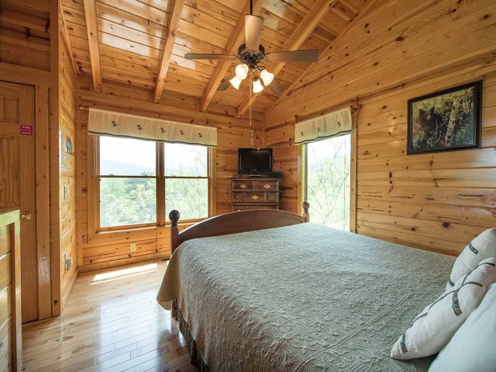 Photo of a Gatlinburg Cabin named View Catcher - This is the sixteenth photo in the set.