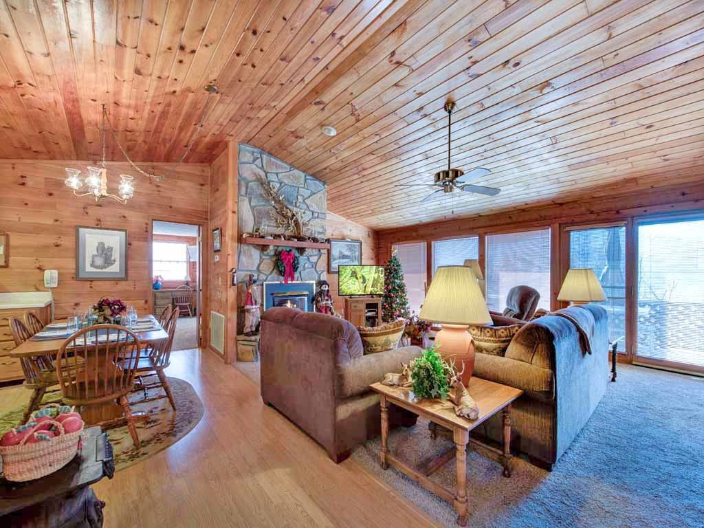 Photo of a Gatlinburg Cabin named Alpine Windsong - This is the fourth photo in the set.