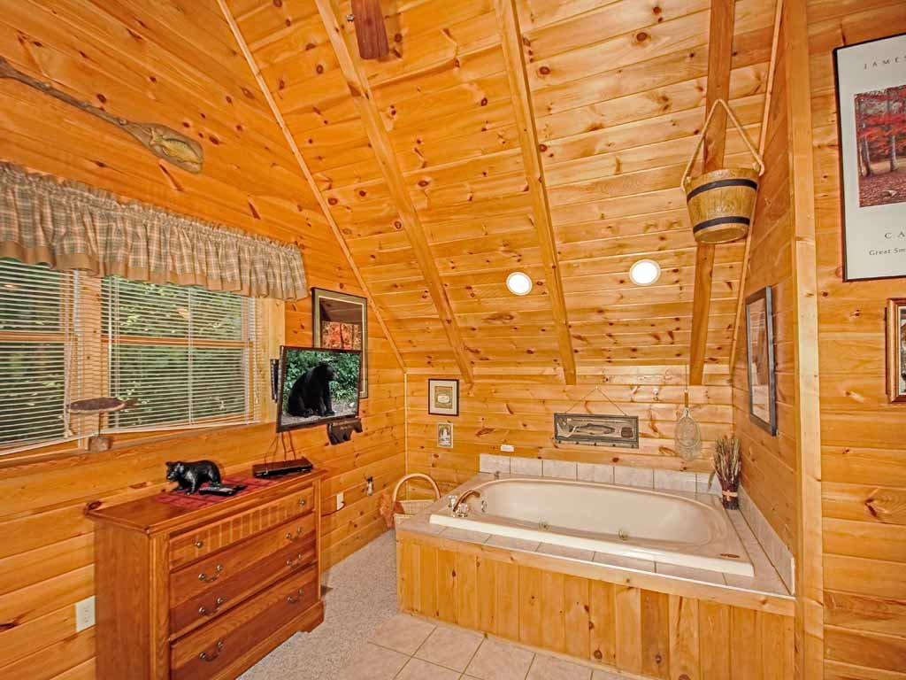 Photo of a Gatlinburg Cabin named Bear Country Cabin - This is the fourteenth photo in the set.
