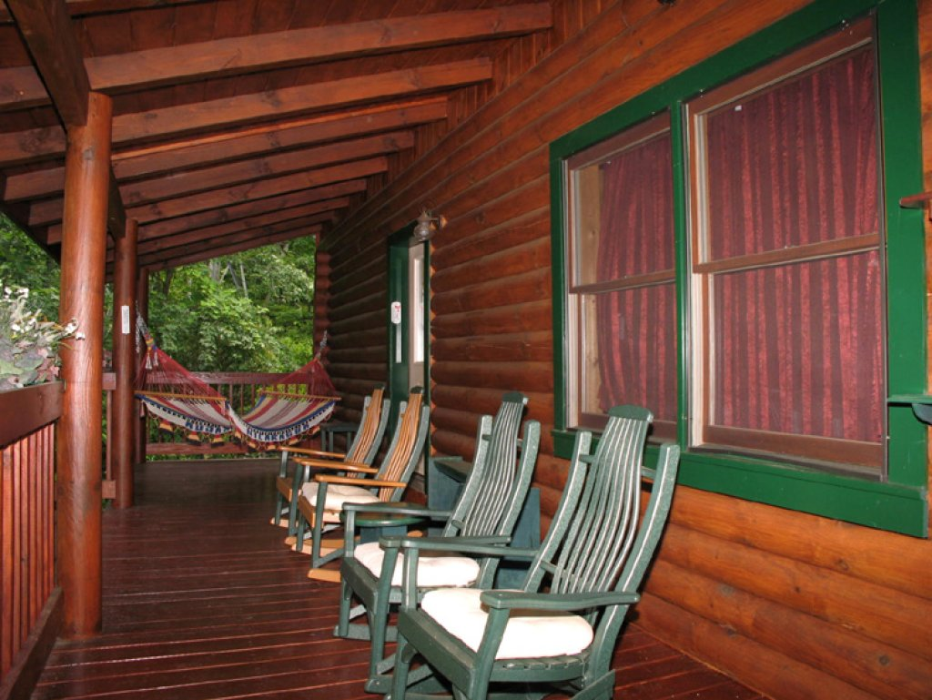 Photo of a Gatlinburg Cabin named Alpine Ski Lodge - This is the twenty-first photo in the set.