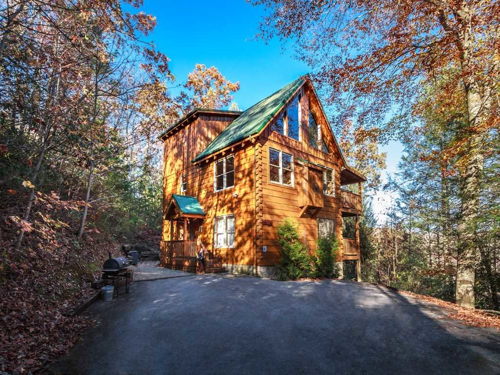 Photo of a Gatlinburg Cabin named Lazy Bear Lodge - This is the second photo in the set.